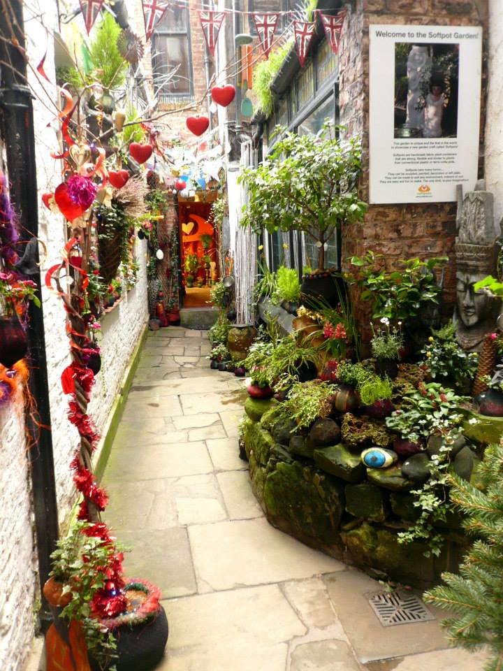 The mysterious enchanting alley garden