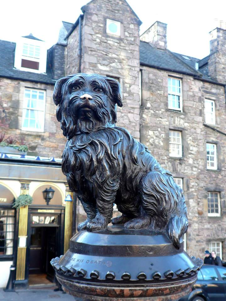 A statue of Greyfriar's Bobby